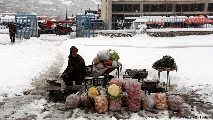Afghanistan Winter & Schnee in Kabul | Gemüsehändler