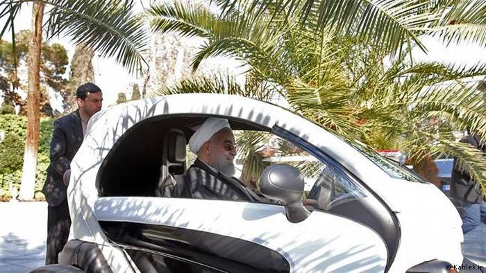 Hassan Rouhani in an electric car (Kahlek.ir)