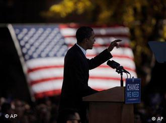 باراک اوباما، در حین یکی از سخرانیهایش پیش از انتخابات ریاست جمهوری آمریکا