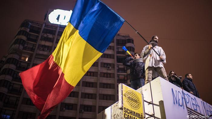 Rumänien Unmut über Korruption in Politik löst Massenproteste aus (DW/D. Cupolo )