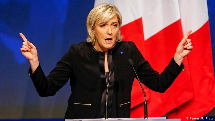 Frankreich Le Pen startet Wahlkampf mit Angriffen auf die EU (Reuters/R. Prata)