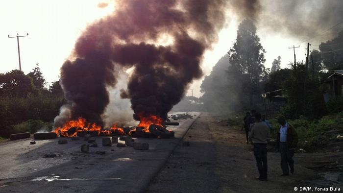 Protests in Ethiopia, burning tires in Sabata Photos credit: (DW/M. Yonas Bula)
