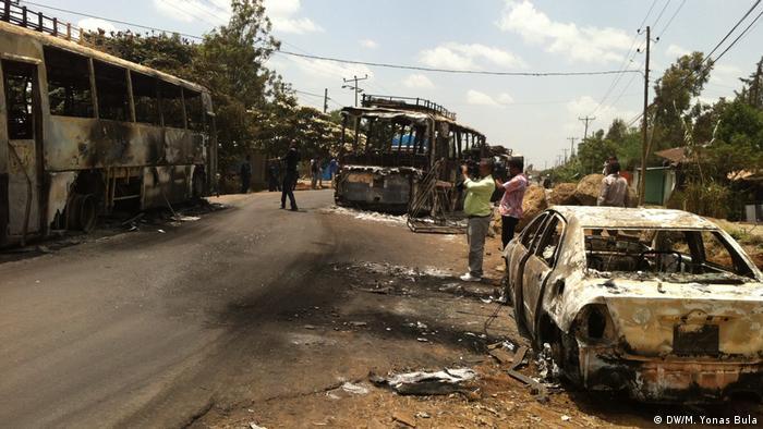 Äthiopien Proteste | Ausgebranntes Auto in Sabata (DW/M. Yonas Bula)