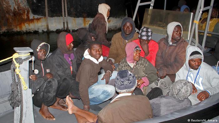 Libyen Tripolis festgenommene Bootsflüchtlinge
