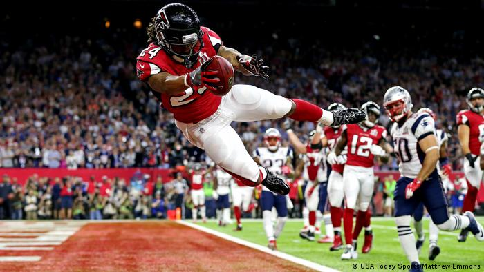 Houston NFL Super Bowl New England Patriots vs Atlanta Falcons Devonta Freeman touchdown (USA Today Sports/Matthew Emmons)