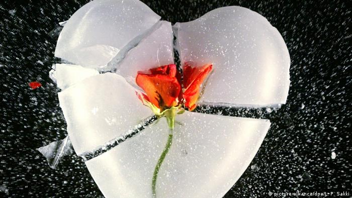 Liebeskummer Herz aus Eis (picture-alliance/dpa/L. P. Sakki)