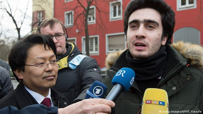 Facebook-Prozess in Würzburg - Anas Modamani (Getty Images/AFP/T. Kienzle)