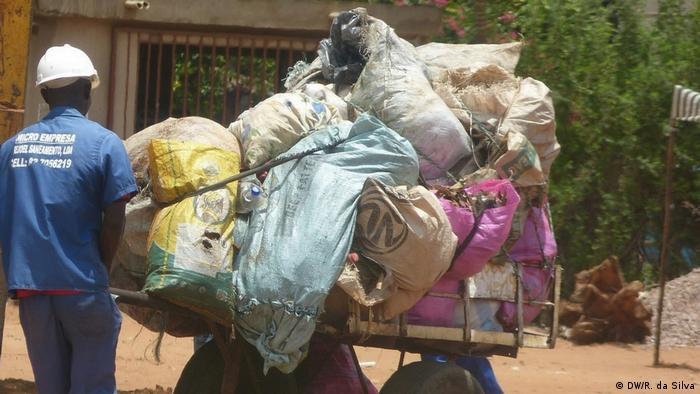 Collectin waste in Mozambique. Photo credit DW/R. da Silva
