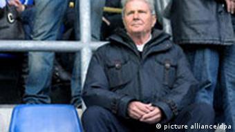 Dietmar Hopp, Förderer von Hoffenheim auf einem Tribünensitz Foto: Ronald Wittek dpa/lsw