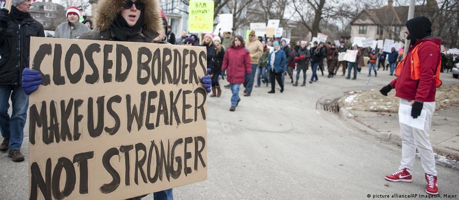 Manifestantes protestam contra veto migratório em Wisconsin