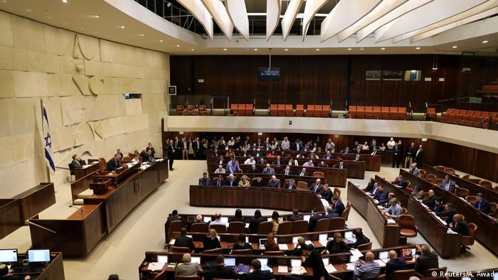 Bei der Abstimmung im Parlament sind alle Abgeordneten anwesend. (Foto: Reuters/A. Awad)