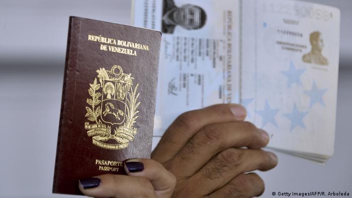 Venezuela Reisepass (Getty Images/AFP/R. Arboleda)