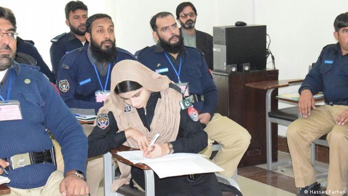 Rafia Khyber Pakhtonkhwa Polizei Bombenentschärfung Munition Minenentschärfer Minensucher (Hassan Farhan)