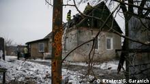 Ремонт пошкодженого бойовими діями будинку у місті Авдіївка на Донеччині, лютий 2017 року