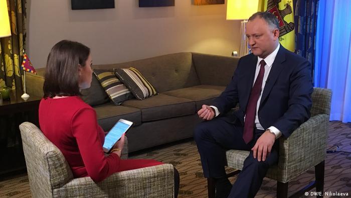 DW-Moderatorin Zhanna Nemtsova im Interview mit dem moldauischen Präsidenten Igor Dodon