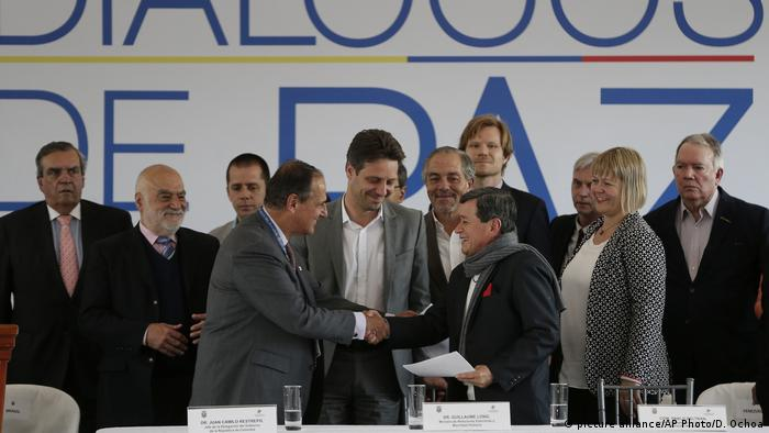 Ecuador Kolumbiens Friedensgespräche mit der ELN (picture alliance/AP Photo/D. Ochoa)