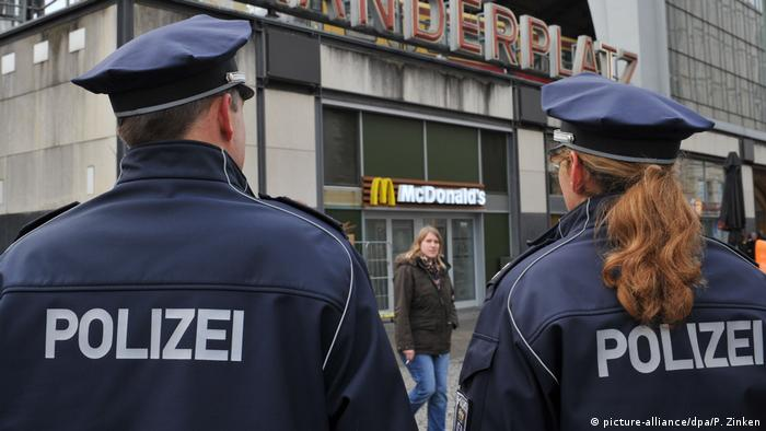 German police officers (picture-alliance/dpa/P. Zinken)