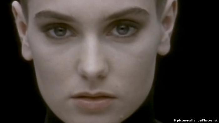 Sinead O'Connor in the video to Nothing Compares 2U (picture-alliance/Photoshot)