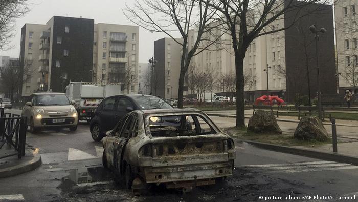 Paris Unruhen wegen misshandeltem Jungen (picture-alliance/AP Photo/A. Turnbull)