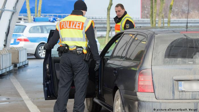 Bayern Polizei Grenzkontrollen (picture-alliance/dpa/A. Weigel)