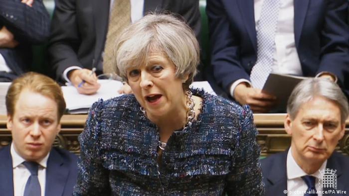 Britisches Unterhaus tagt über Brexit-Gesetz, May