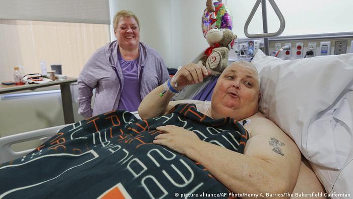 Ärzte entfernen einen 140-Pfund-Tumor