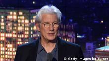 ***Archivbild*** NEW YORK, NY - DECEMBER 11: Richard Gere speaks onstage during the CNN Heroes Gala 2016 at the American Museum of Natural History on December 11, 2016 in New York City. 26362_013 (Photo by Michael Loccisano/Getty Images for Turner)