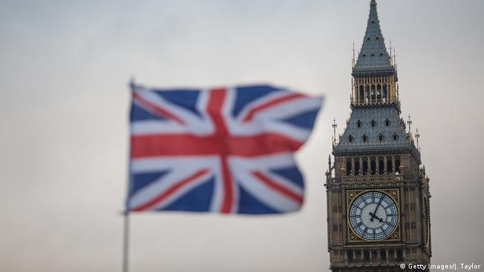Британский флаг на фоне Биг-Бена