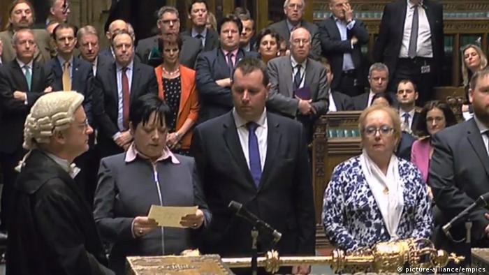 La Cámara de los Comunes aprobó el proyecto de ley que permitirá al Gobierno británico notificar a Bruselas la salida del Reino Unido de la Unión Europea (UE), un texto que pasará ahora a la Cámara de los Lores. 08.02.2017