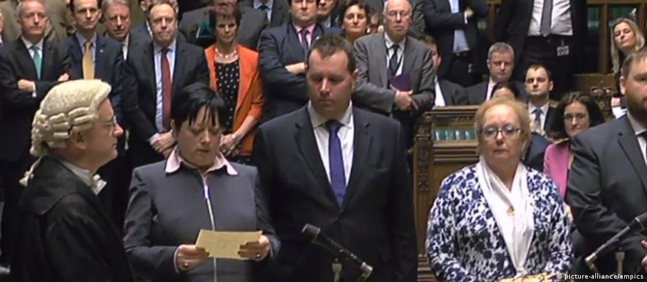 Parlamentares britânicos durante a sessão que aprovou o Brexit
