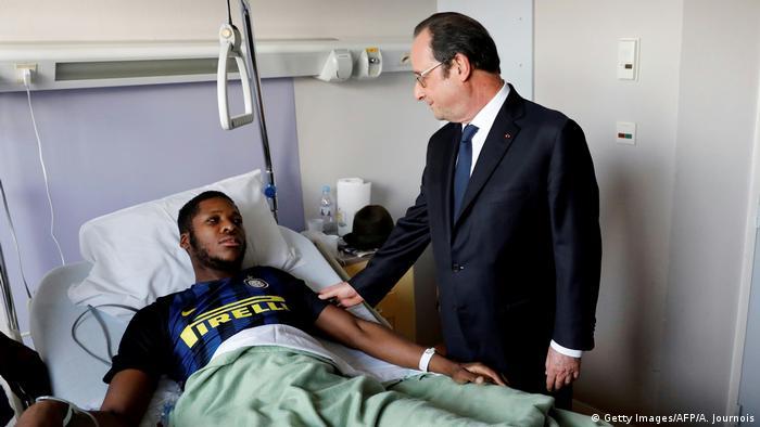 Paris Hollande besucht Theo im Krankenhaus nach Misshandlung (Getty Images/AFP/A. Journois)