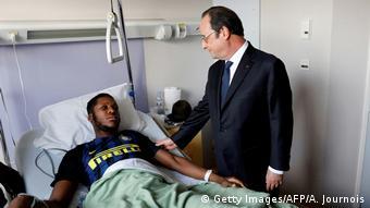 Президент Франции Олланд посетил пострадавшего Тео в больнице