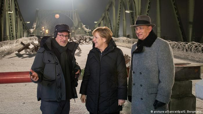 Steven Spielberg, Angela Merkel and Tom Hanks (picture-alliance/dpa/G. Bergmann)