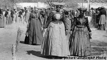 Namibia Frauen des Herero Volkes (picture-alliance/AP Photo/)
