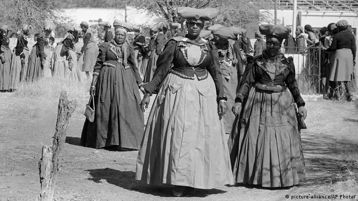 Namibia Frauen des Herero Volkes