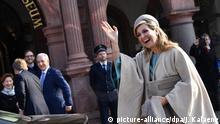 09.02.2017+++Leipzig, Deutschland+++ Königin Maxima der Niederlande winkt beim Besuch des niederländischen Königspaares am 09.02.2017 vor dem Alten Rathaus in Leipzig (Sachsen). Foto: Jens Kalaene/dpa +++(c) dpa - Bildfunk+++ | Verwendung weltweit