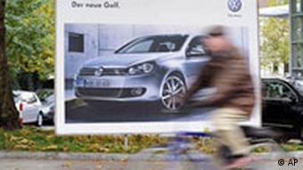 Deutschland Porsche Volkswagen VW-Golf Plakat in Hamburg