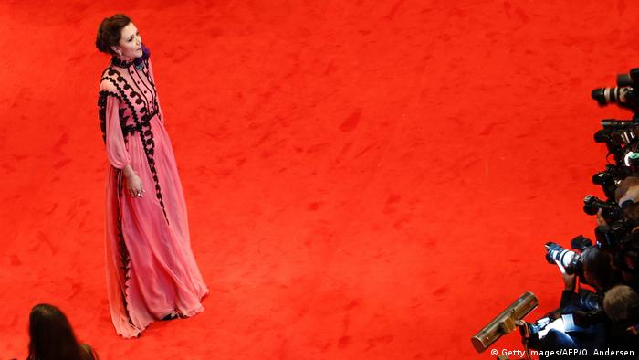 Maggie Gyllenhaal in a pink gown (c): Getty Images/AFP/O. Andersen