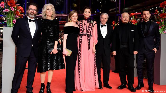 7 members of jury on the red carpet (c): AFP/Getty Images