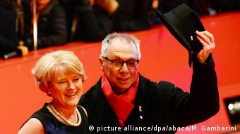 Berlinale director Dieter Kosslick on the Berlinale red carpet with Monika Grütters, Germany's culture minister (picture alliance/dpa/abaca/M. Gambarini)