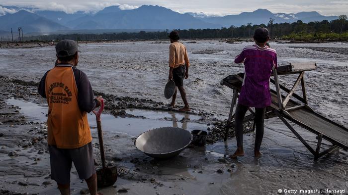 Indonesien Illegale Goldsuche in Timika (Getty Images/U. Ifansasti)