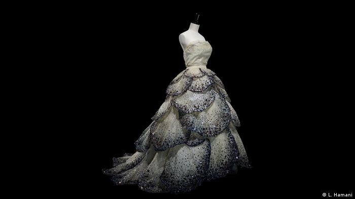 BG Christian Dior: New Look   1949 The more the better (L. Hamani)