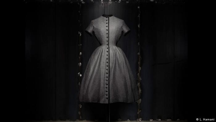 BG Christian Dior: New Look   1953 The Tulip line (L. Hamani)