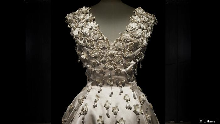 BG Christian Dior: New Look   1955 Looking forward (L. Hamani)
