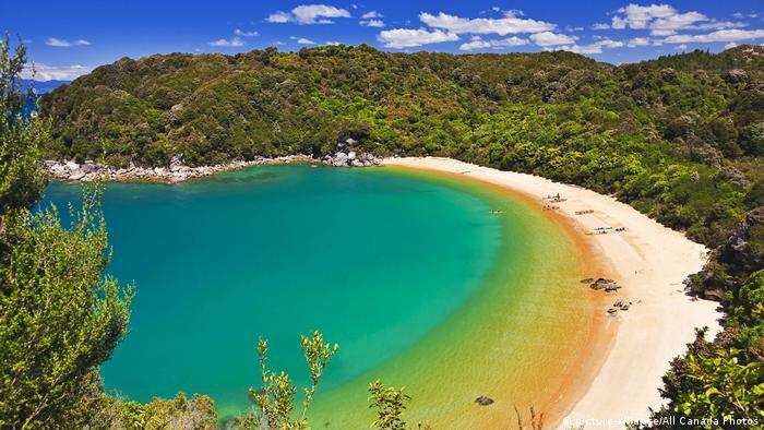 Blick auf die Te Pukatea Bay, Abel Tasman National Park, Neuseeland