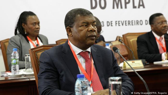 ANGOLA Verteidigungsminister João Lourenço (L)