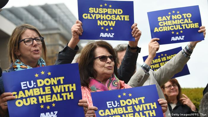 Demonstrators protest against the European Commissions' plans to relicense glyphosate