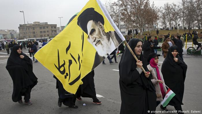 Iran Teheran Jahrestag Islamische Revolution Anti US Demo (picture-alliance/AP Photo/V. Salemi)