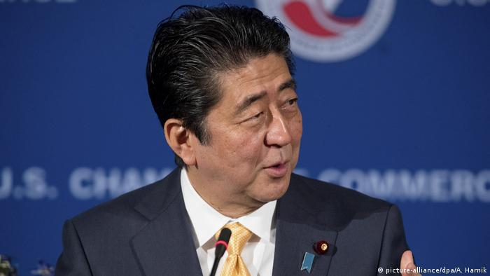 USA Besuch Shinzo Abe in Washington (picture-alliance/dpa/A. Harnik)