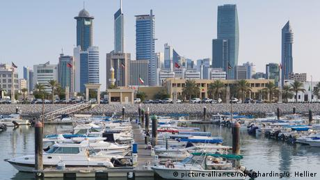 Kuwait Hafen City skyline viewed from Souk Shark Mall (picture-alliance/robertharding/G. Hellier)